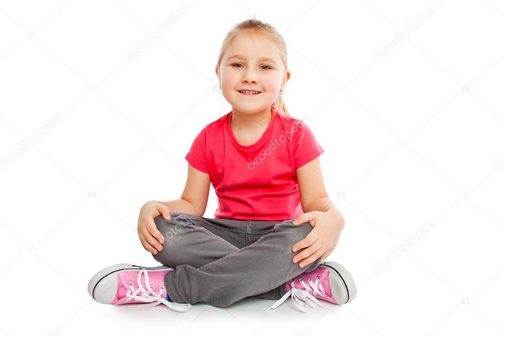 Menina sentada no computador