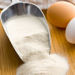 Flour in metal scoop - Foto Stock