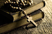 Rosary beads on old books — Stockfoto