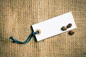 Kahve çekirdekleri ve fiyat etiketi — Stok fotoğraf