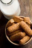 Razowe ciasteczka z mlekiem — Zdjęcie stockowe