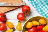 помидоры на кухонном столе — Стоковое фото