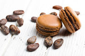 Cocoa macaroons with cocoa beans — Stock Photo