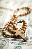 Rosary beads on us dollars — Stock Photo