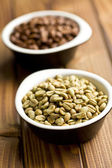 Green coffee beans in ceramic bowl — Stock Photo