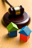 Wooden house and judge gavel — Stock Photo