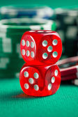 the red casino dice and casino chips — Foto de Stock