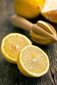 Two halves of fresh lemon — ストック写真
