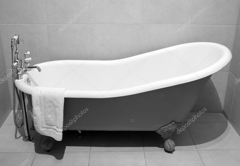 Old style bath tub stock photo tkemot 16317213 for Bathtub styles types of bathtubs