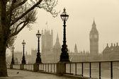Londres no nevoeiro, fotografia vintage. — Foto Stock
