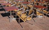 レストランの外の空の席 — ストック写真