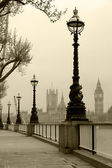 Big Ben & Houses of Parliament, view in fog — Zdjęcie stockowe