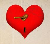 与生锈扭头和一个钥匙孔的心 — 图库照片