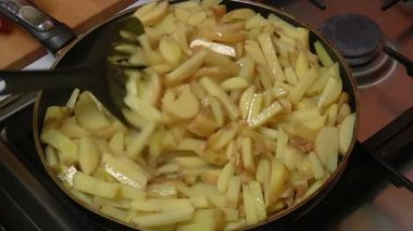 Frying Pan with Sliced Potatoes, closeup — Stock Video