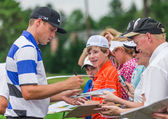 Nick Watney signs autographs at the 2013 US Open — Stock Photo