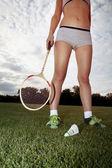 女孩扮演羽毛球 — 图库照片