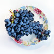 Grapes on plate — Stockfoto