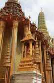 Beautiful Buddhist temple gable — Stock Photo