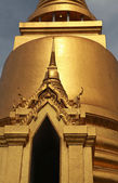 Golden Buddhist temple gable — Stock Photo
