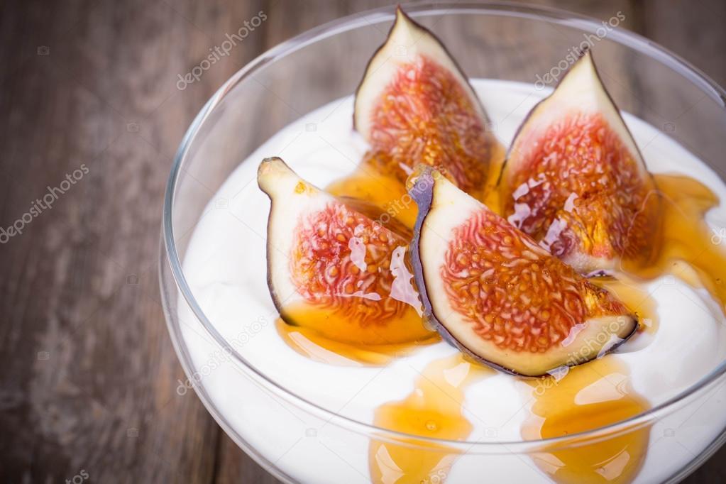 Greek yogurt with figs and honey — Stock Photo © rixipix #31018159