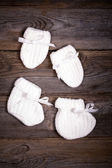 Baby booties and mittens — Stock Photo