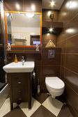 Salle de bains moderne marron — Photo