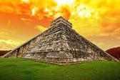 Tüylü yılan, chichen itza piramidi — Stok fotoğraf