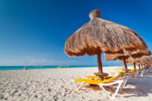 Holidays under parasol on Caribbean beach — Foto Stock