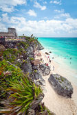 Mayan ruins temple on the beach of Tulum — Stock Photo