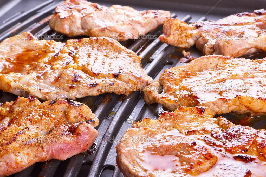 Как пожарить стейк свинины на гриль сковороде