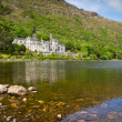 ストック写真: Kylemore Abbey in Connemarmountains