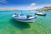 Barcos de pesca na costa de creta — Foto Stock