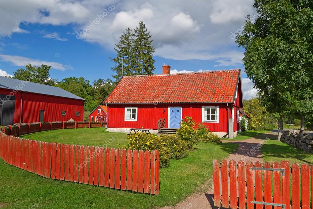 casa rossa cottage svedese foto stock patryk kosmider