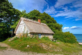 Zweedse huisje huis op baltische zee — Stockfoto