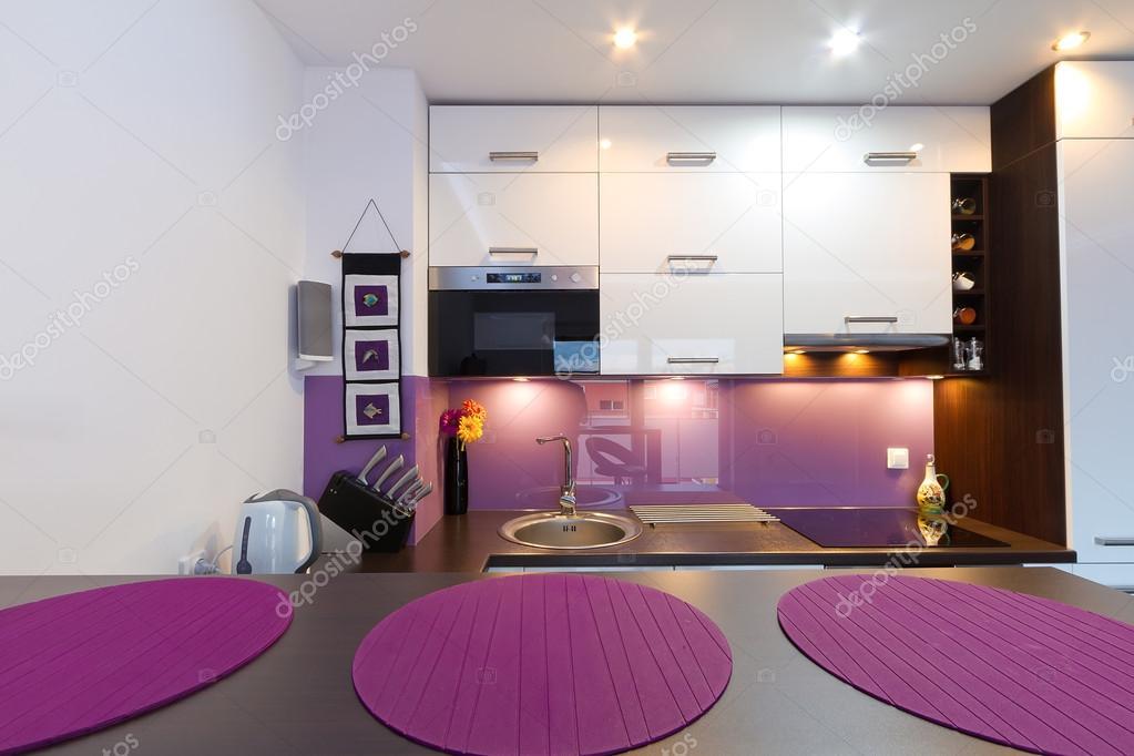 Int rieur de cuisine blanc et violet photo 13974737 - Cuisine blanc et violet ...