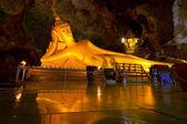 Lying gold Buddha in Thai temple — Stock Photo