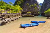 Viagem de caiaque até a ilha na baía de phang nga — Foto Stock