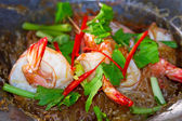 King prawns with Thai noodles — Stock Photo