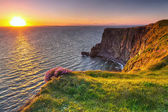Penhascos de moher, ao pôr do sol no co. clare — Foto Stock