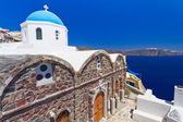 Blue and white church of Oia village on Santorini — Stock Photo