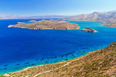 Turquise water of Mirabello bay with Spinalonga island — Stock Photo