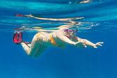 Plongée en apnée dans la mer d'andaman — Photo
