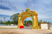 Gate to the Wat Rat Niramit Temple in Bang Muang town. — Stock Photo