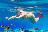 Women underwater in Aegean Sea — Stock Photo
