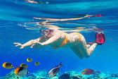 Women underwater in Aegean Sea — Stock Photo