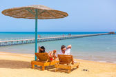 Relax of loving couple on the beach at Red Sea — Stock Photo