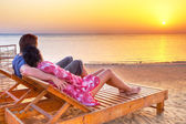 Couple in hug watching together sunrise over Red Sea — Stock Photo