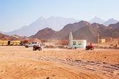 Beduin byn på öknen nära hurghada — Stockfoto