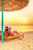 Relax under parasol on the beach of Red Sea — Stock Photo