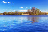 Idyllic scenery of the lake — Stock Photo